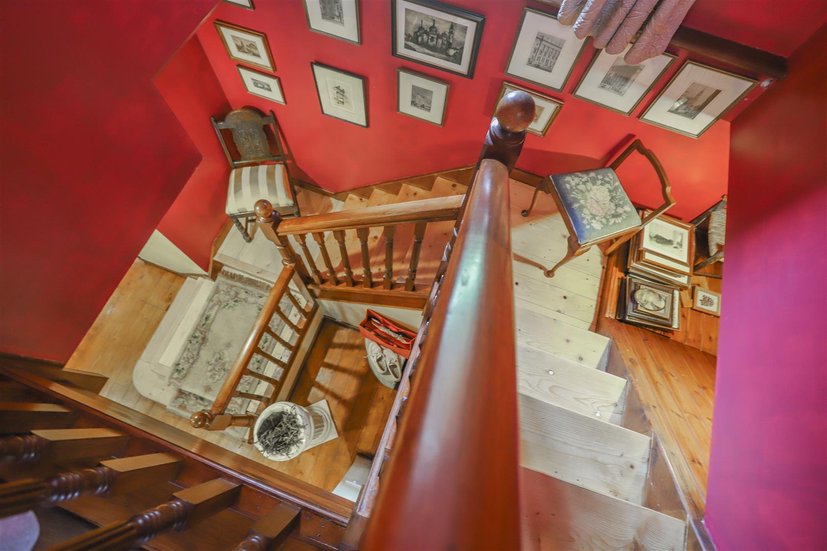 5 Bedroom Detached House For Sale - 24.JPG